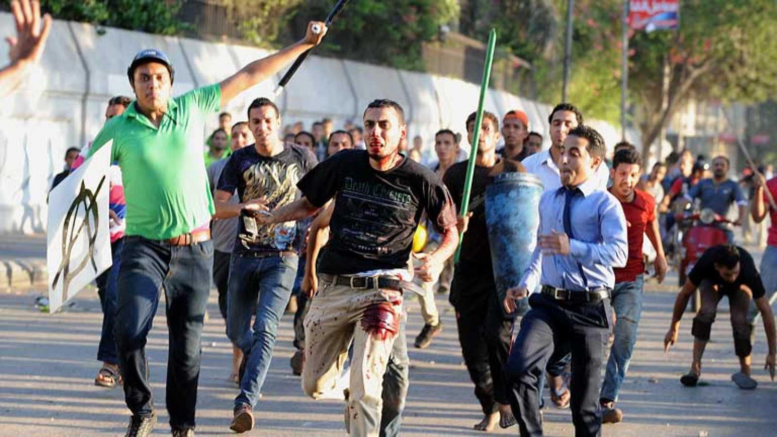 Un muerto en choques entre seguidores y detractores de Morsi junto a Tahrir