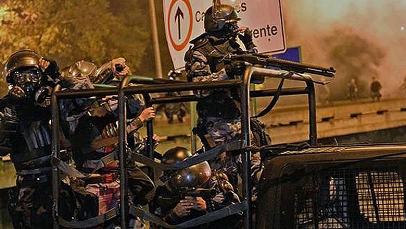Policía y manifestantes se enfrentan cerca del Palacio de Guanabara tras la recepción al papa
