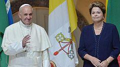 El papa Francisco llega a Brasil en medio de una enorme expectación