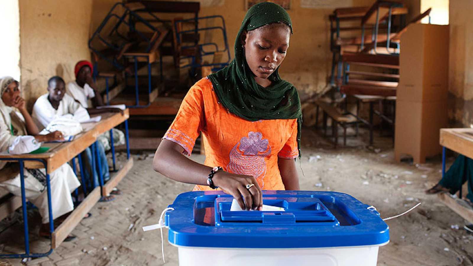 Casi siete millones de personas votan en Mali a su nuevo presidente