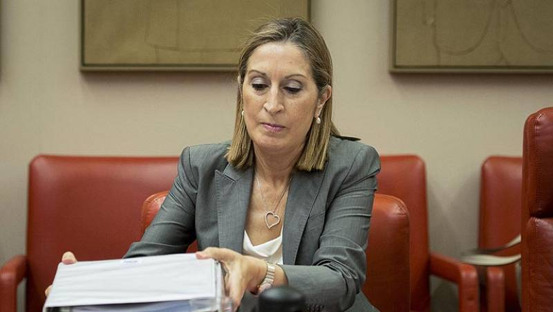 Fomento anuncia 20 medidas para mejorar la seguridad tras el accidente de Santiago