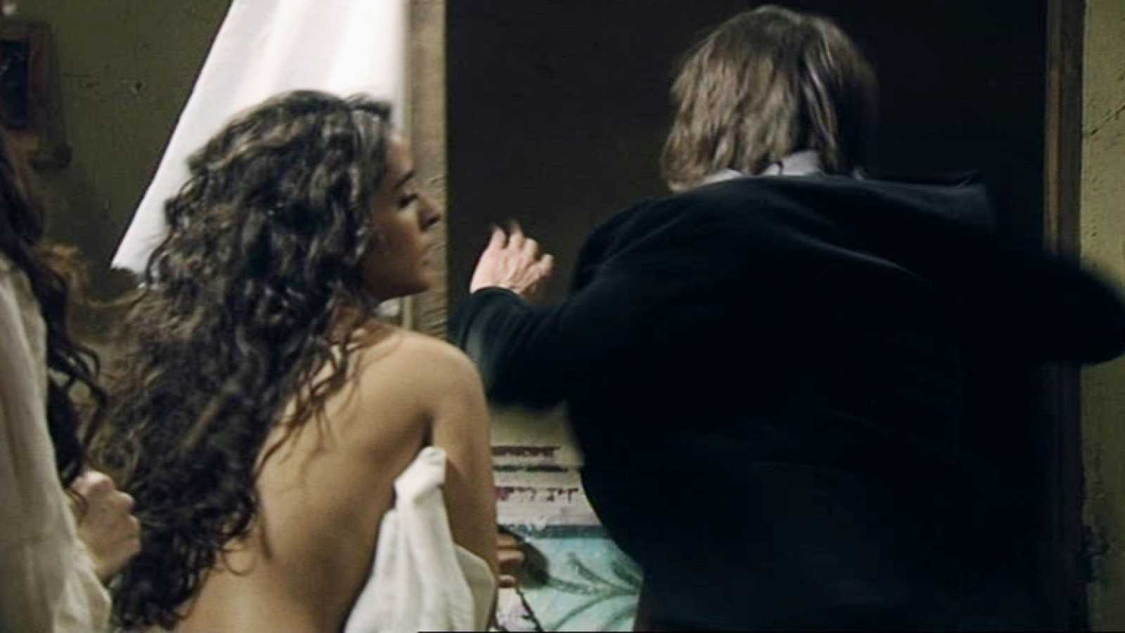Águila Roja - Gonzalo ve a Margarita desnuda