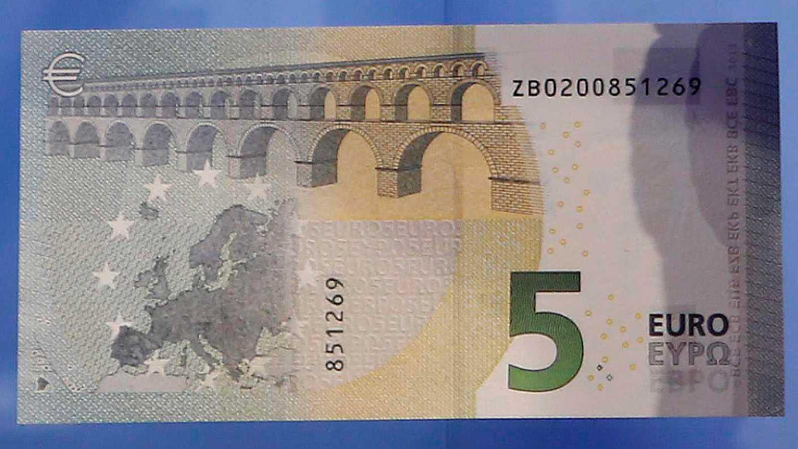 Muchas máquinas expendedoras rechazan los nuevos billetes de cinco euros