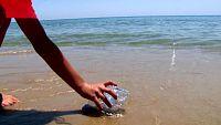 Los plasticos dañan el mar y su fauna: no los tires al mar