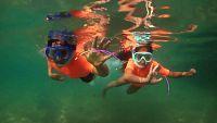 Si haces snorkel, presta atención a las olas y las rocas