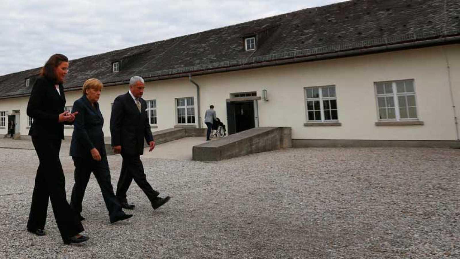 Polémica en Alemania por la visita de Angela Merkel al campo de concentración de Dachau