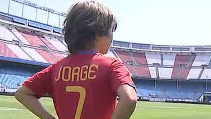 Jorge Pérez, de 9 años y seguidor del Barça, será el encargado de llevar el balón en la ida de la Supercopa de España en el Calderón. Elegido por RTVE.es, se declara fan de Messi.