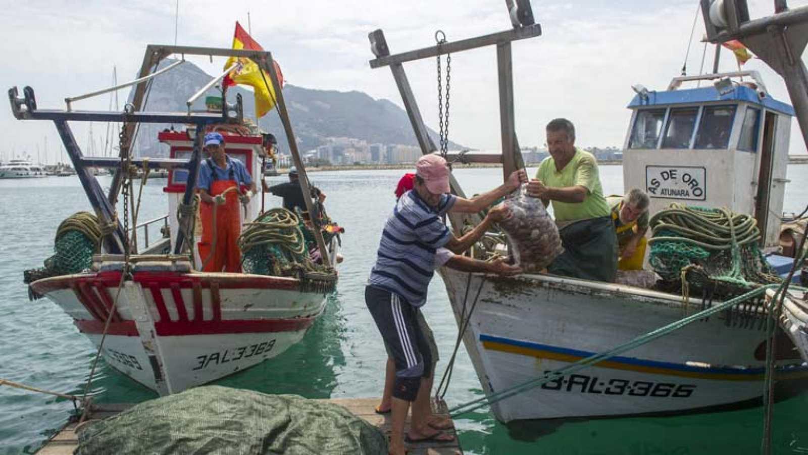 Pescadores enseñan a turistas sus trabajos, costumbres y rutinas por 39 euros