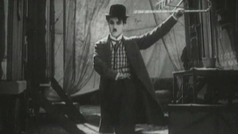 Charles Chaplin firmó su primer contrato cinematográfico en septiembre de 1913