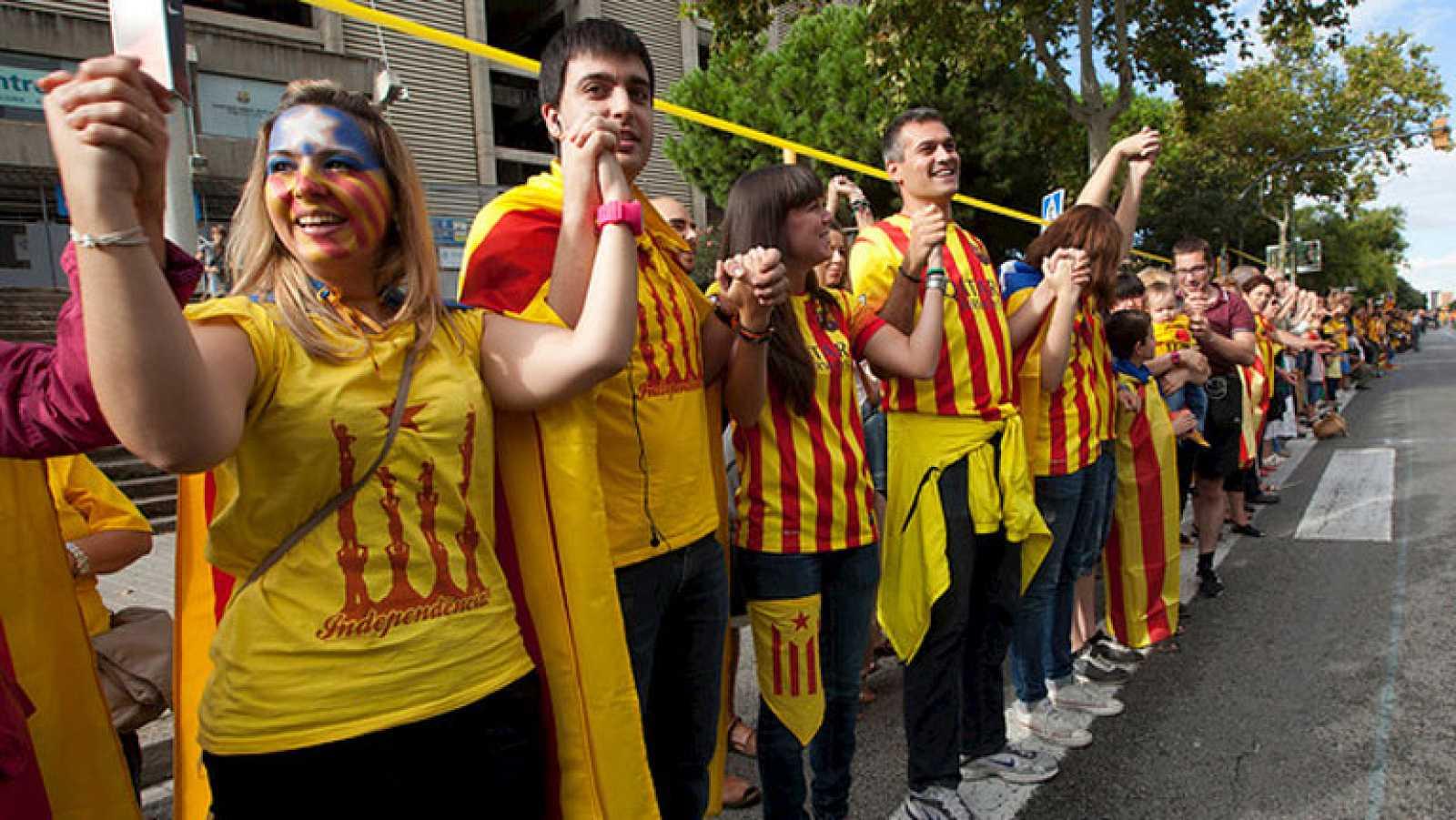 Cientos de miles de personas reivindican la independencia de Cataluña con una cadena humana