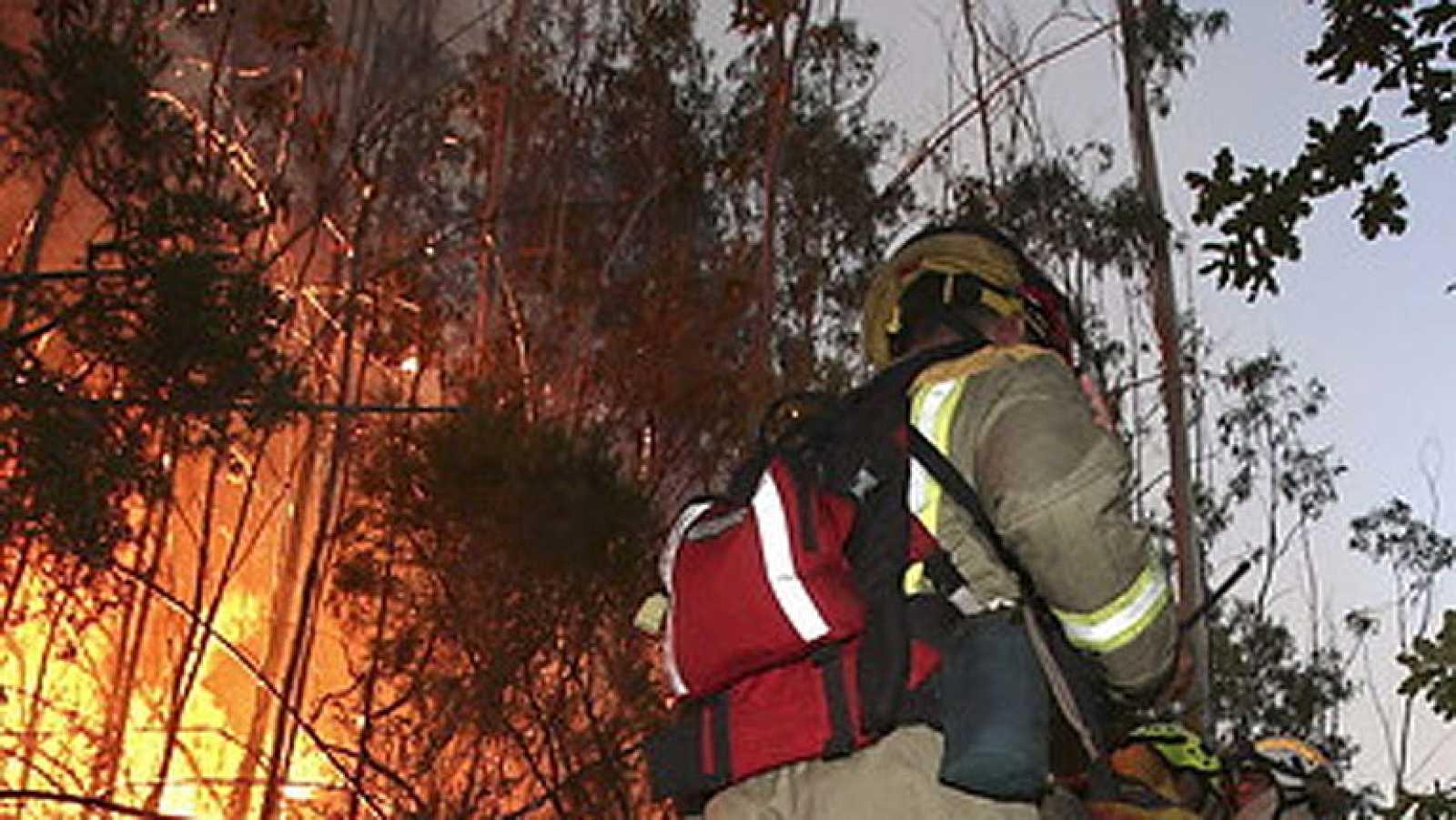 El incendio en el monte Pindo, en A Coruña, sigue activo tras calcinar cerca de 2.000 hectáreas