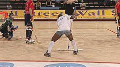 """El """"chico de la mopa"""", atracción del Mundial de Hockey de Angola"""