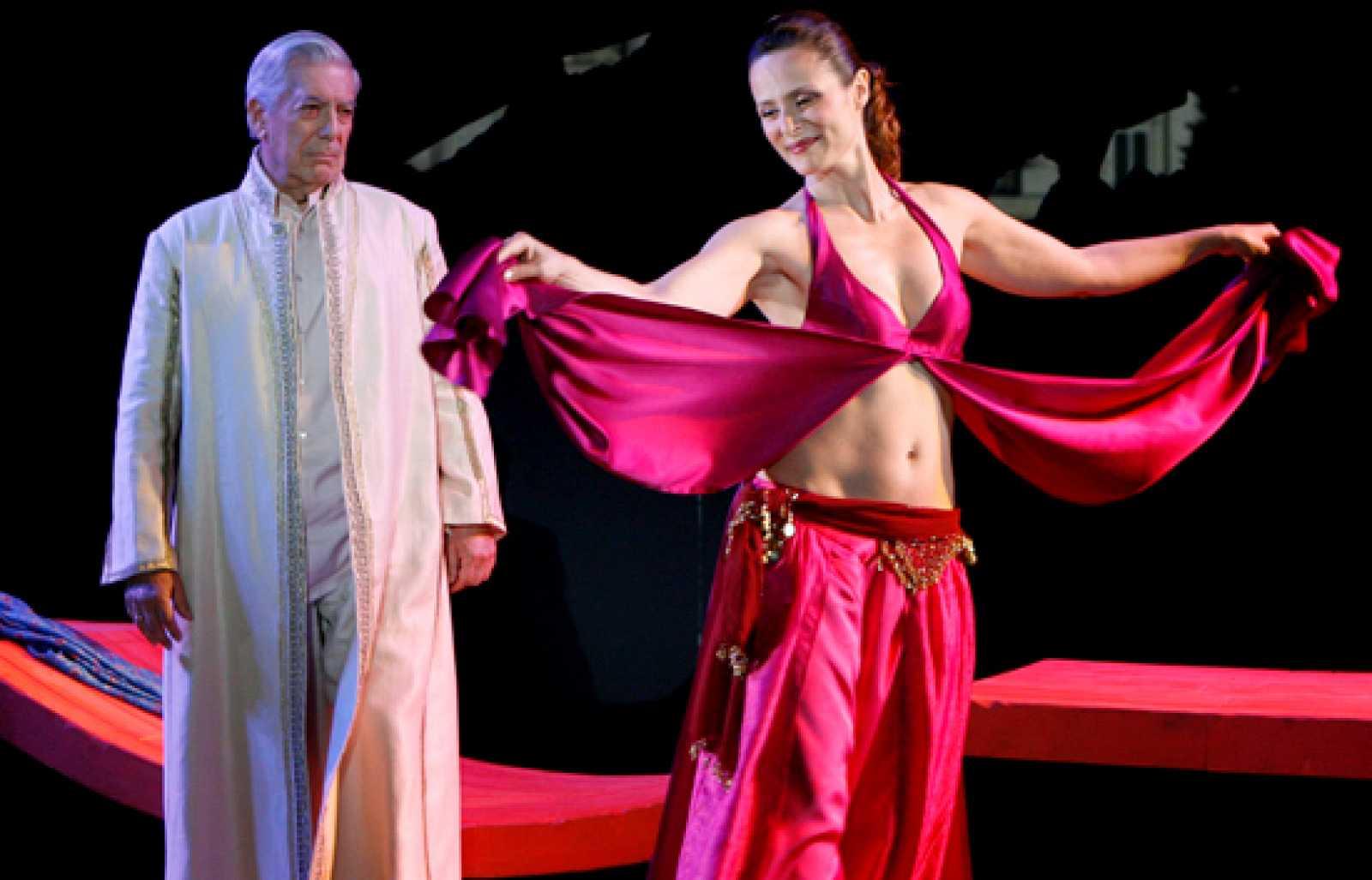 Vargas Llosa y Aitana Sánchez Gijón se dan la réplica en el escenario