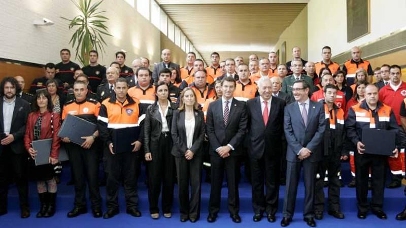 Placa de Honor del Mérito Civil a quienes ayudaron en el accidente de tren de Santiago