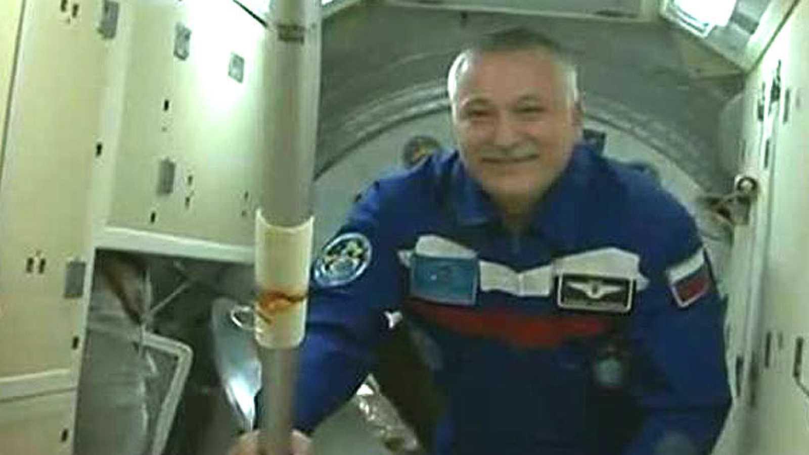 La Estación Espacial Internacional ha recibido este jueves a la antorcha de Sochi 2014, que dará un paseo espacial el próximo sábado.