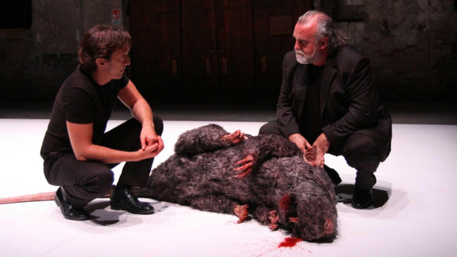 Àlex Rigola mira a Roberto Bolaño en 'El policía de las ratas' - Ver ahora