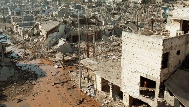 El conflicto civil libanés se vuelve en 1987 contra los refugiados palestinos y sus campamentos de Beirut. El Movimiento Amal, de origen chií, ataca a los palestinos con apoyo de Siria y la aviación israelí.