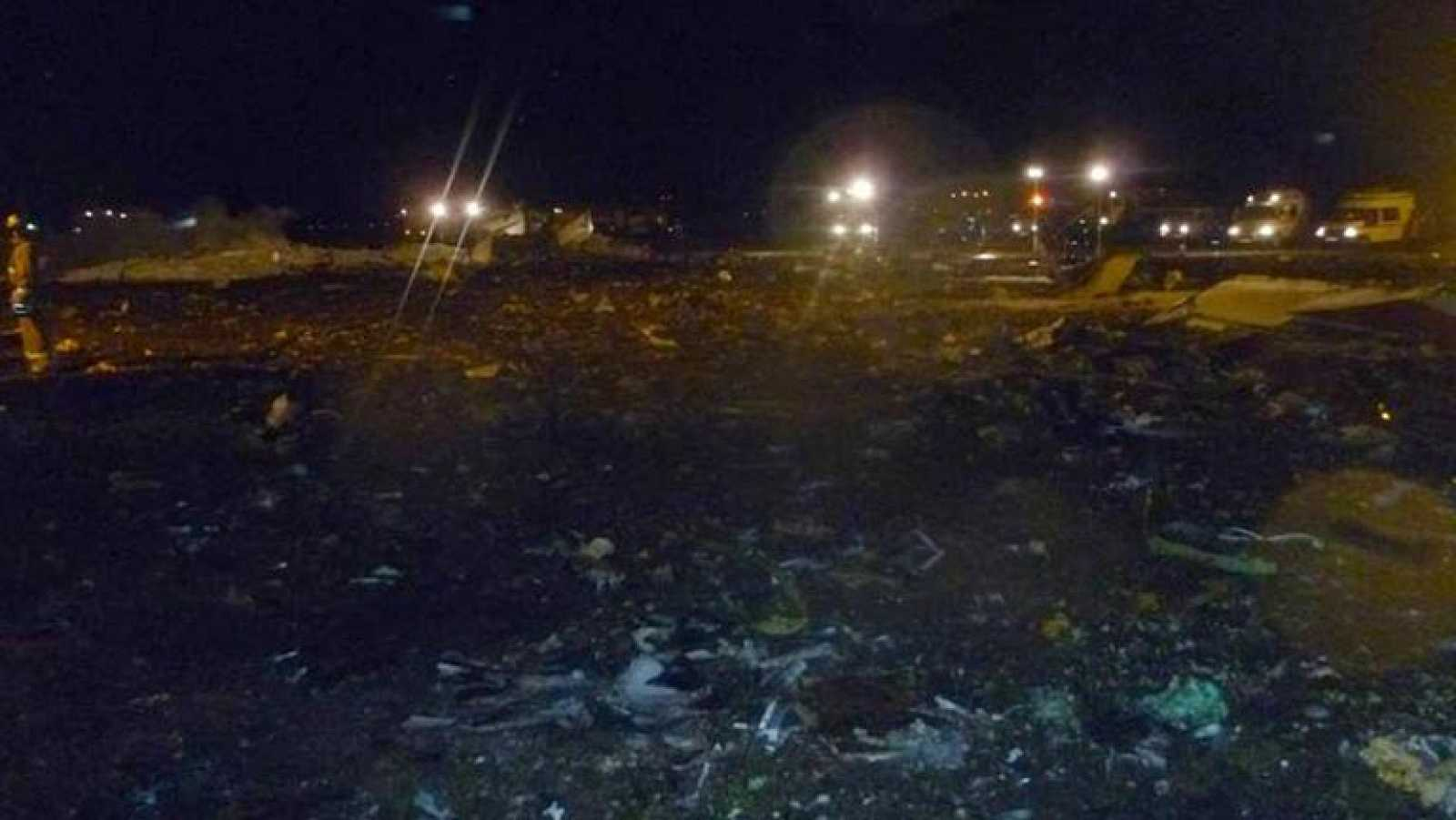 Mueren 50 personas al estrellarse un avión de pasajeros en Rusia