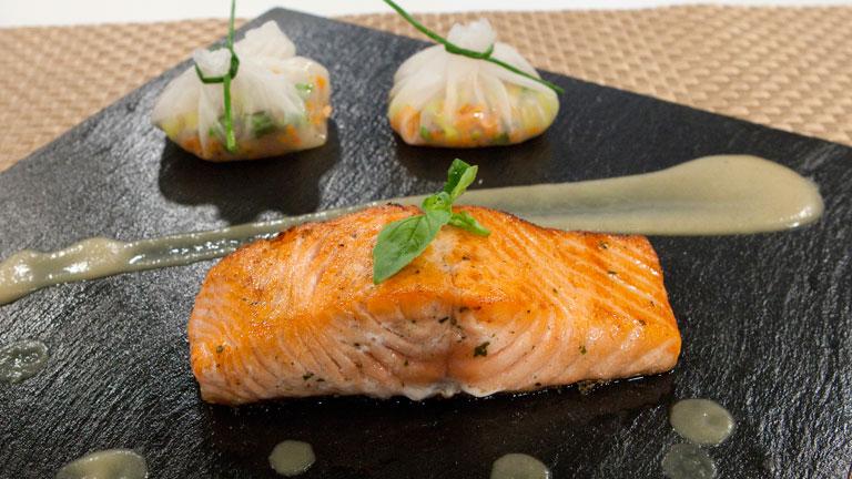 Cocinar Salmon | Saber Cocinar Salmon A La Plancha Con Salsa De Mostaza Y Rollitos