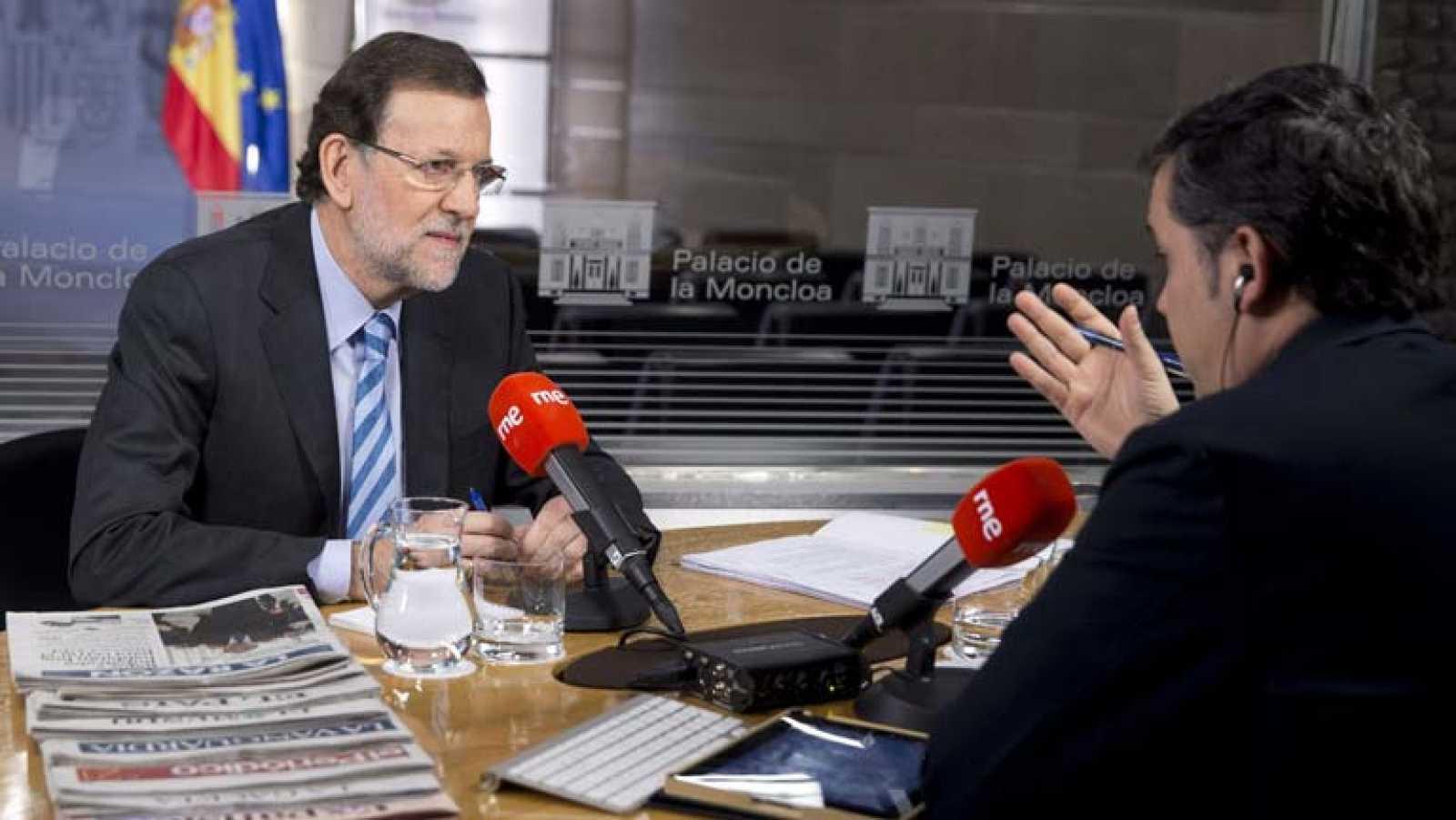 Rajoy dice que no tiene intención de cambiar a sus ministros en toda la legislatura