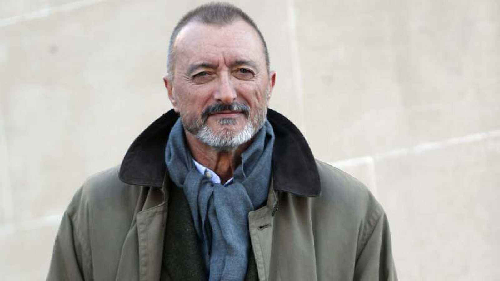 """Arturo Perez Reverte presenta su última novela """"El francotirador paciente"""""""
