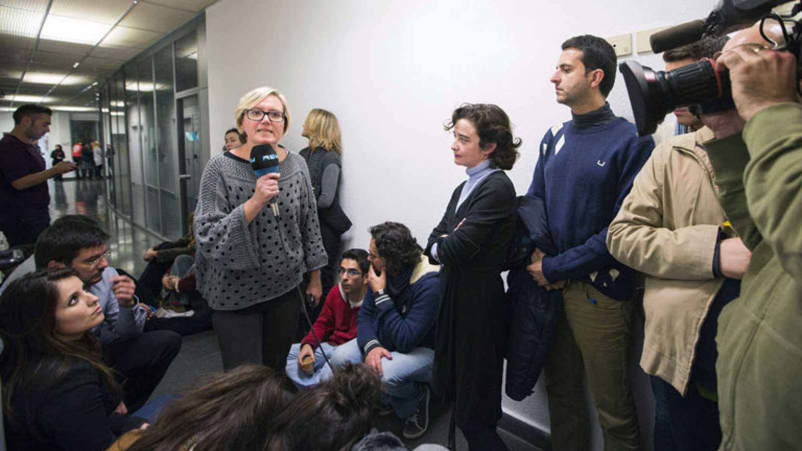 Los trabajadores frenan el corte de Canal Nou Televisión ordenado por la Generalitat