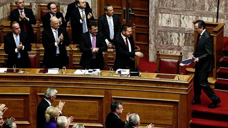 El Parlamento griego aprueba los Presupuestos Generales de 2014 sin contar con la troika