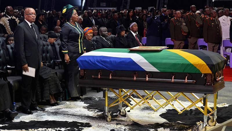 Los restos de Mandela ya reposan en Qunu