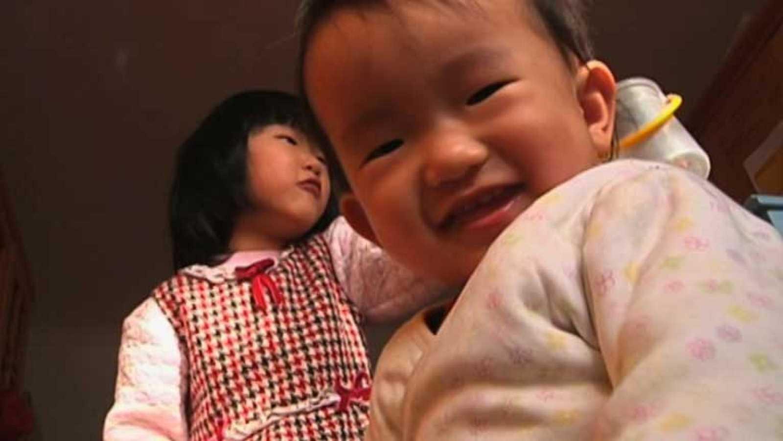 Aprobada una ley en China que relaja la política del hijo único