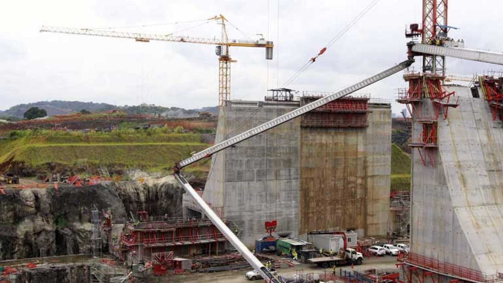 La ampliación del Canal de Panamá en el aire