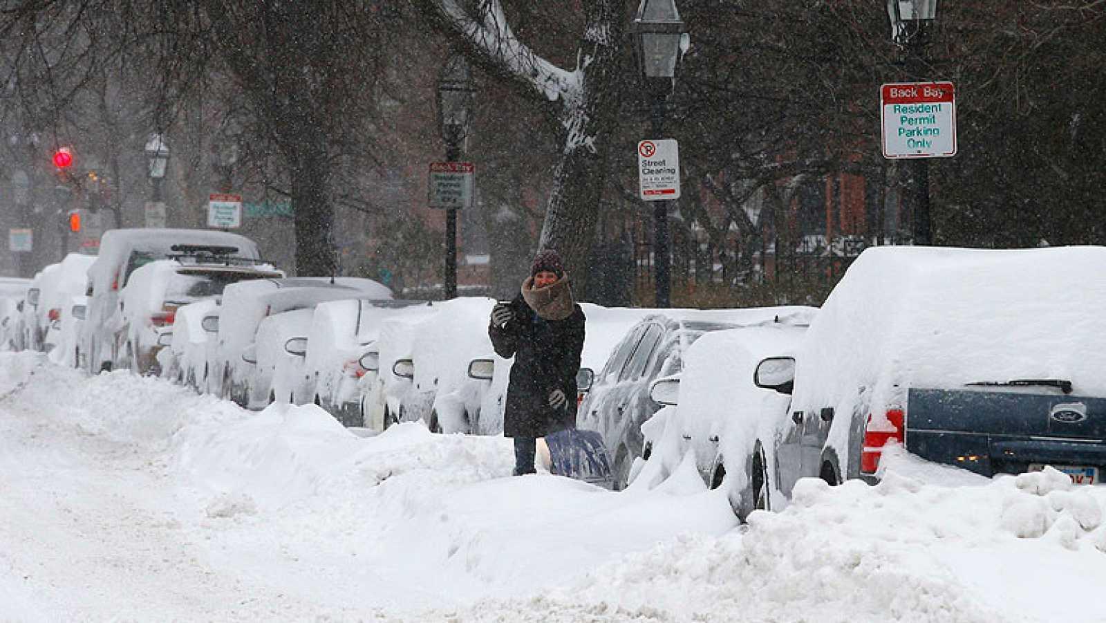Una tormenta de nieve y viento colapsa el norte de Estados Unidos