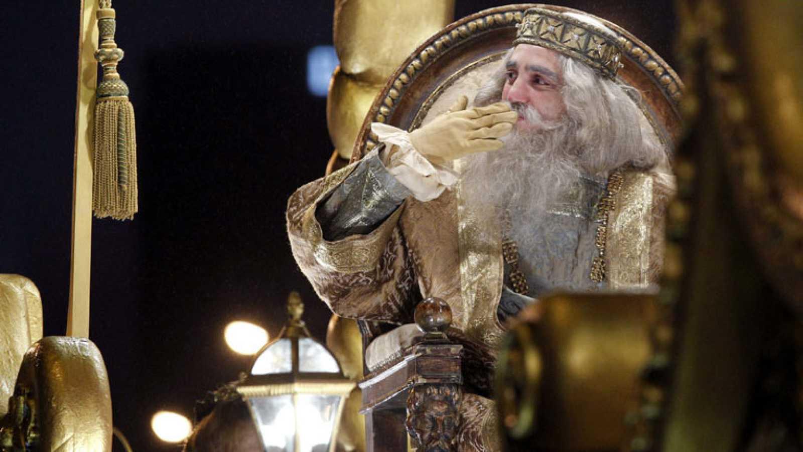 Los Reyes Magos recorren Madrid repartiendo ilusión
