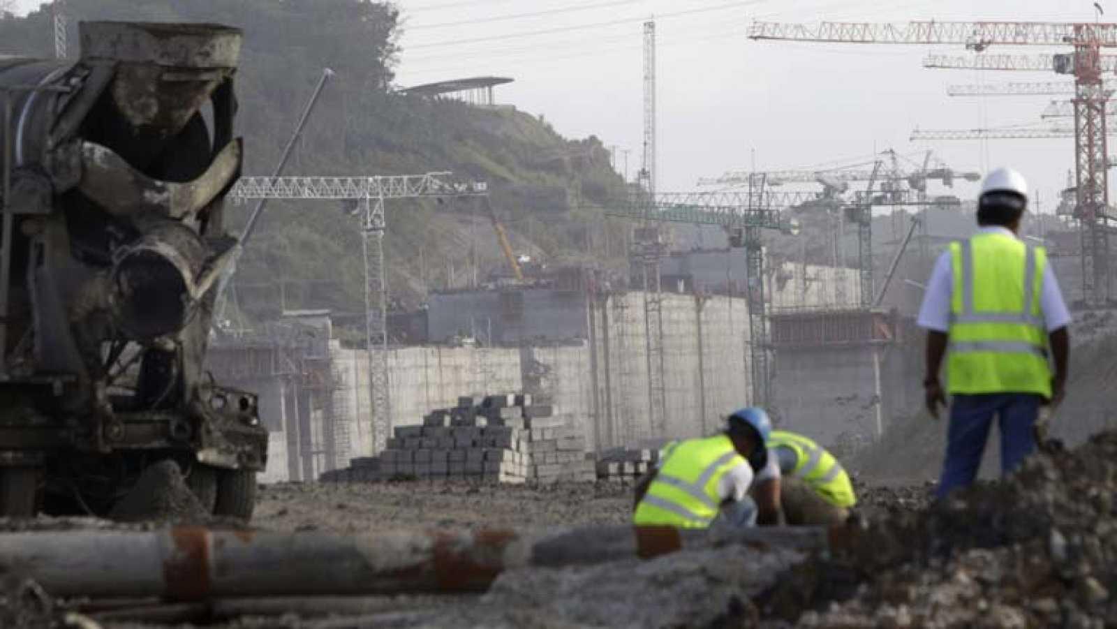 El consorcio a cargo de la ampliación del Canal de Panamá pide un adelanto de 300 millones de euros