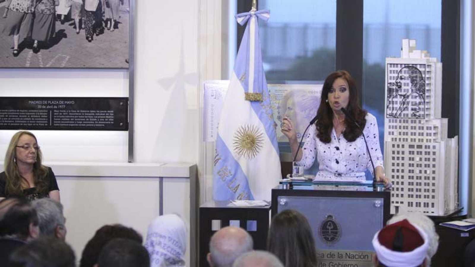 Primera aparición en público en un mes de Cristina Fernández