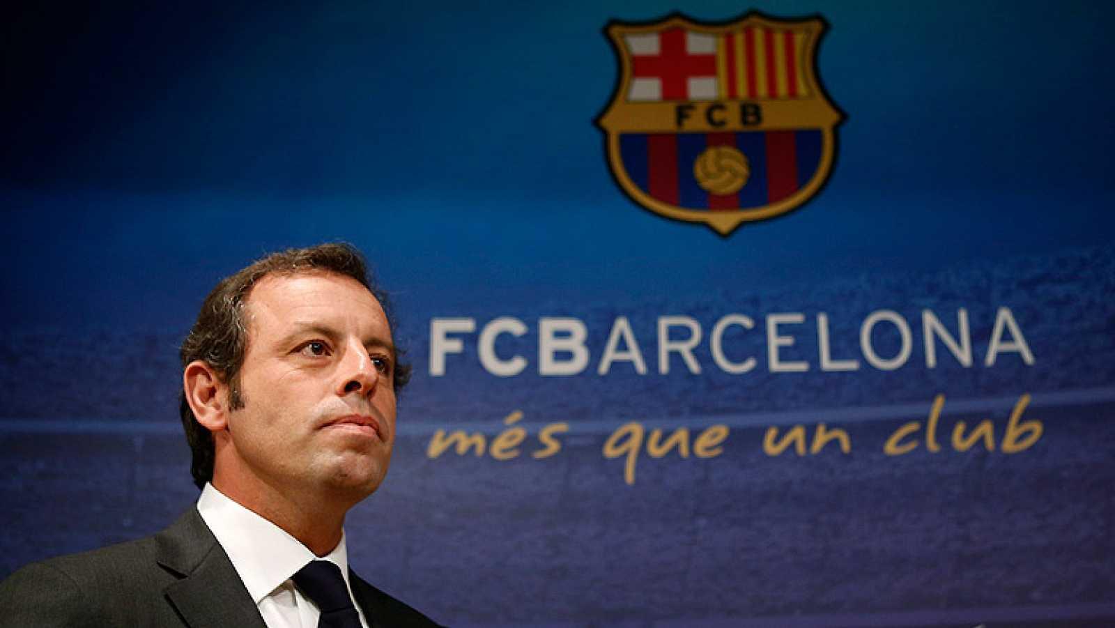 Sandro Rosell ha dejado de ser presidente del Barcelona tras anunciar su dimisión irrevocable motivada por la querella interpuesta por el fichaje de Neymar.