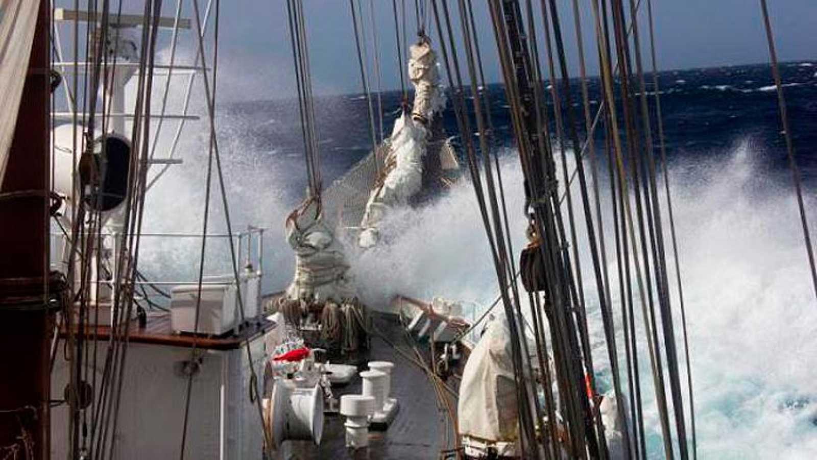 'El barco blanco', una película dirigida por Carmen Isasa, sobre el 'Juan Sebastián Elcano', el buque-escuela de la Armada.