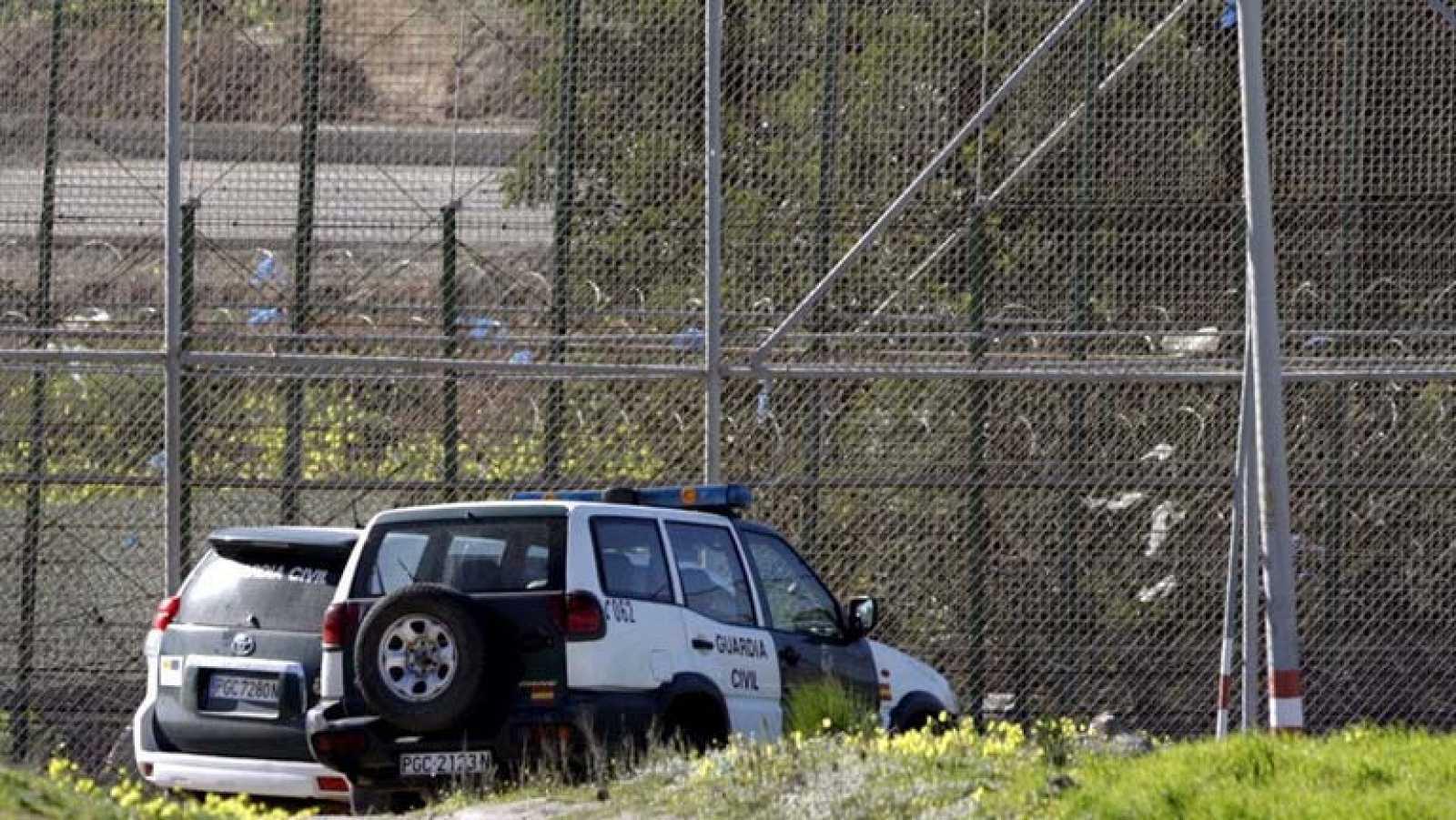 Quince inmigrantes logran entrar en Melilla tras un nuevo salto masivo a la valla fronteriza