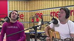 """Abierto hasta las 2 - Andy y Lucas interpretan en acústico la versión de """"Echándote de menos"""" de su disco 'Más de diez'"""