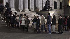 Colas kilométricas de miles de ciudadanos que acuden a despedir a Adolfo Suárez al Congreso