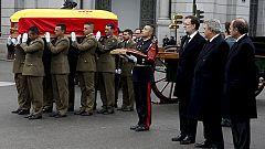 Honores militares para el hombre de Estado que devolvió la democracia a España
