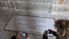 Vecinos y amigos visitan la Catedral de Ávila donde yace Adolfo Suárez junto a su mujer