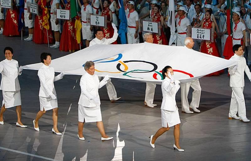 Emocionante izado de la bandera olímpica