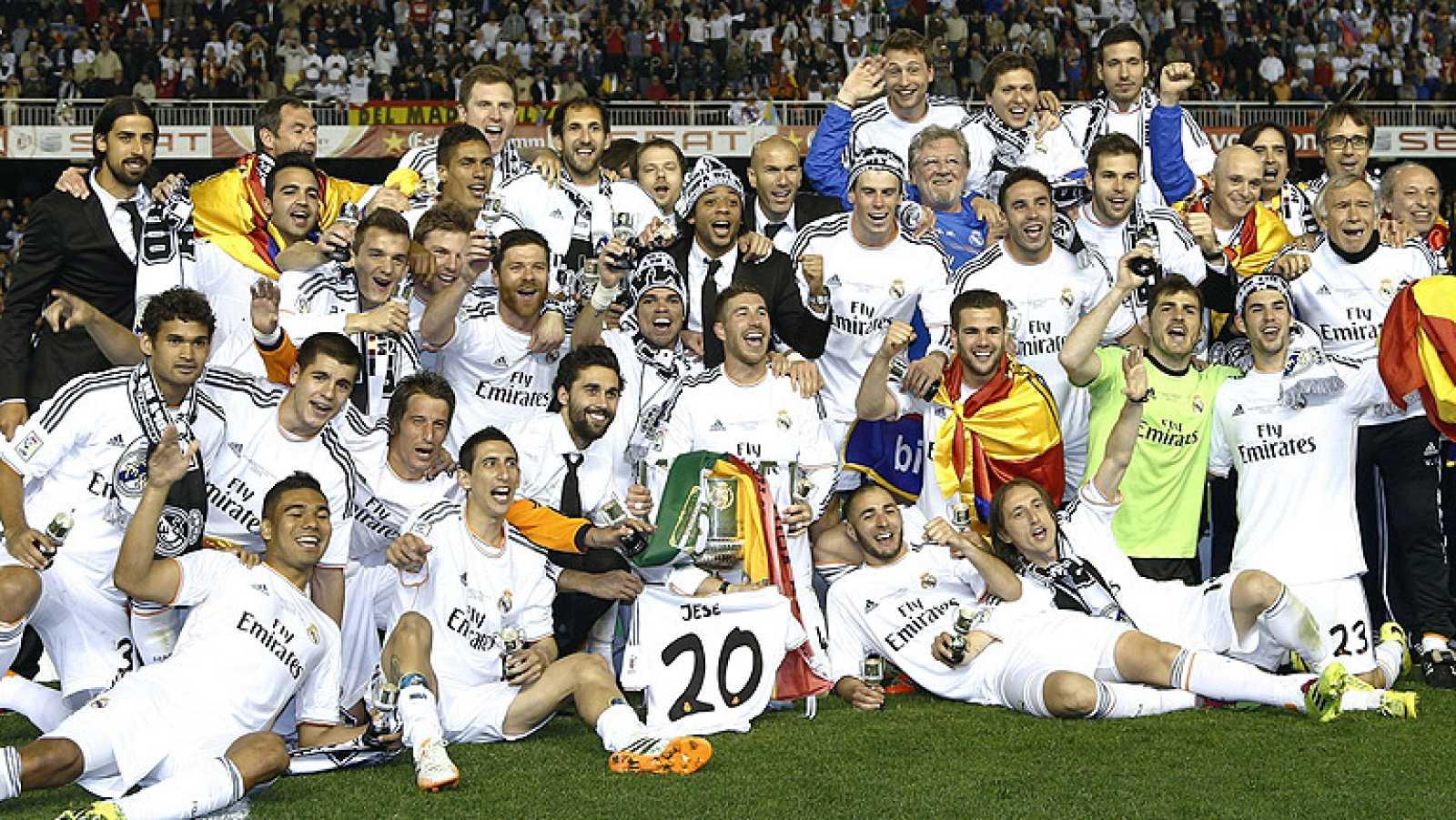 Como la que ganara hace tres años, también en Mestalla y también contra el Barça, el Real Madrid ha vuelto a coronarse campeón de la Copa del Rey, gracias a los goles de Di María y Bale, que anularon el gol de Bartra.