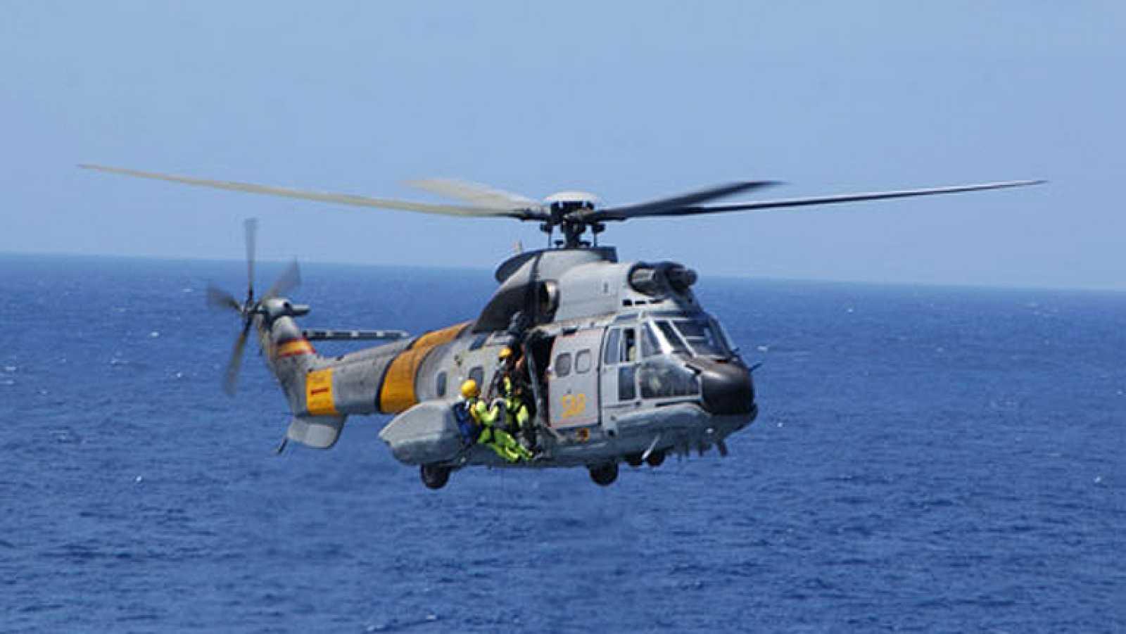 Defensa estudia cómo recuperar a los tripulantes del helicóptero accidentado en Canarias