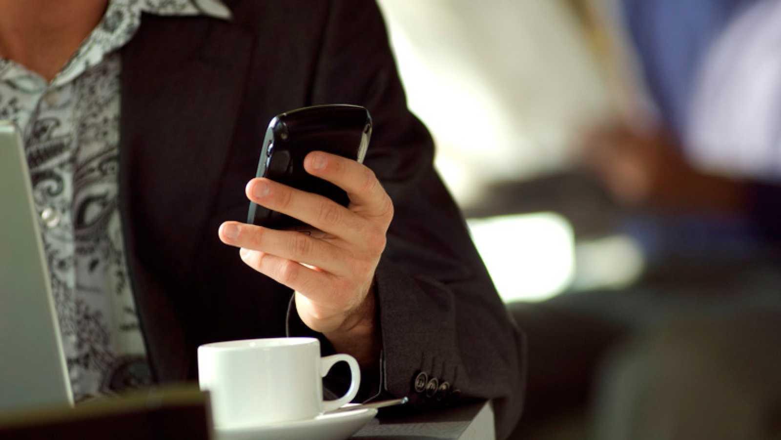 El 'phubbing', prestar más atención al teléfono móvil que a las personas que nos rodean