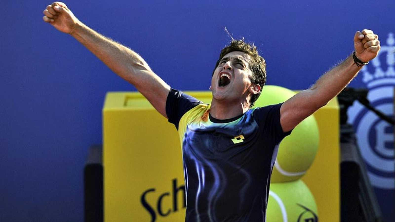 El tenista español Nicolás Almagro ha ganado este viernes a su  compatriota y número 1 actual del ranking ATP Rafa Nadal (2-6, 7-6 y  6-4) en los cuartos de final del Barcelona Open Banc Sabadell-62¿  Trofeo Conde de Godó, con lo que se ha tomado la