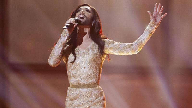 """Conchita Wurst canta """"Rise like a phoenix"""" en representación de Austria"""