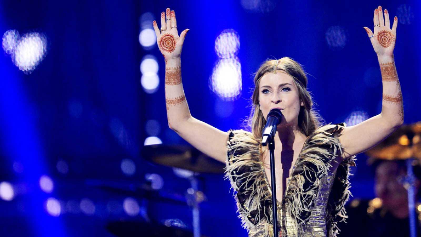 """Molly Smitten-Downes canta """"Children of the Universe"""" en representación de Reino Unido"""