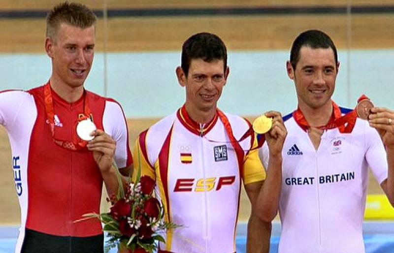 Llaneras recibe la medalla de oro