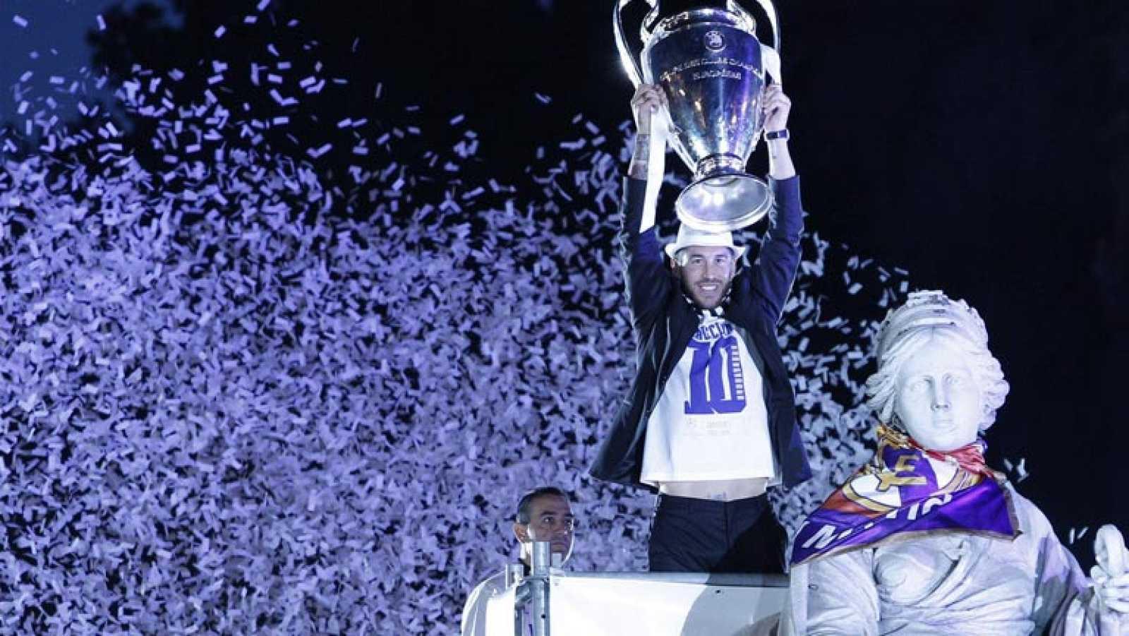 Casillas cedió a Ramos el honor de engalanar Cibeles